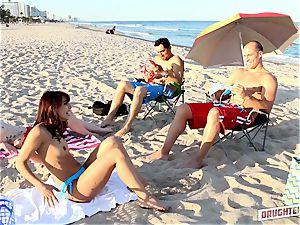 Gina Valentina and Kobi Brian interchange up their daddies