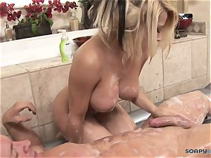 Madison Ivy gives a brilliant blow-job