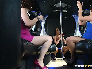 Rahyndee parties with her ladies on the bus