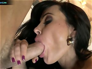 Pretty nymph Lisa Ann longing for a man's juices