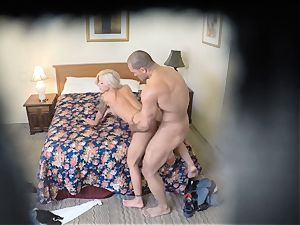 kinky Nina Elle pokes her fellow at the motel