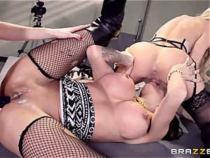 Cops Jessa Rhodes and Kendra James ravage prisoner Kayla Carrera