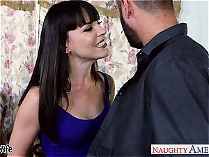 beauty Dana DeArmond greets his swelling inside