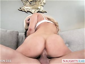 superb blondie Cameron Dee gives blowjob