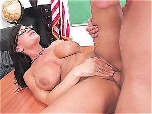Lisa Ann is the goddess of all cougars