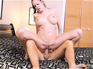 Bad wifey Kelly Summer cheats with a fellow motel customer