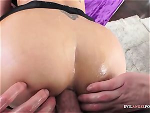 Dee Williams gets her pretty bootie fucked firm
