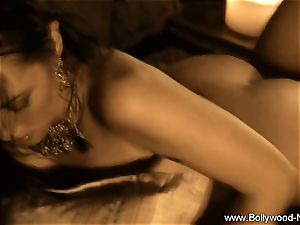 Exotic tummy Dancing cougar