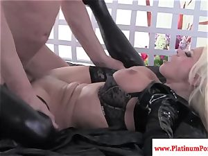 Nikita Von James gets throatful of jism after nailing