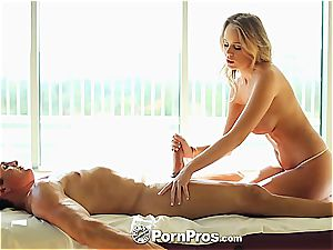 Alexis Adams uses her kinks and cunt