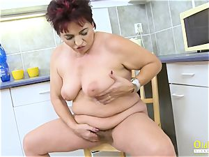 OldNannY Mature female pleasuring Her snatch with fucktoy