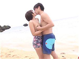 Saya Tachibana hook-up at the beach with a naughty dude