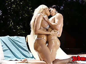 kinky lesbians fingerblasting and slurping cootchie outdoors