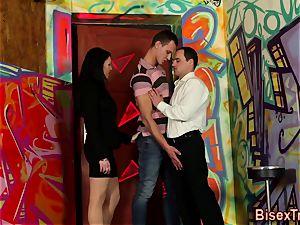 bisexual threesome jizm