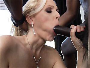 interracial boinking for cougar Julia Ann